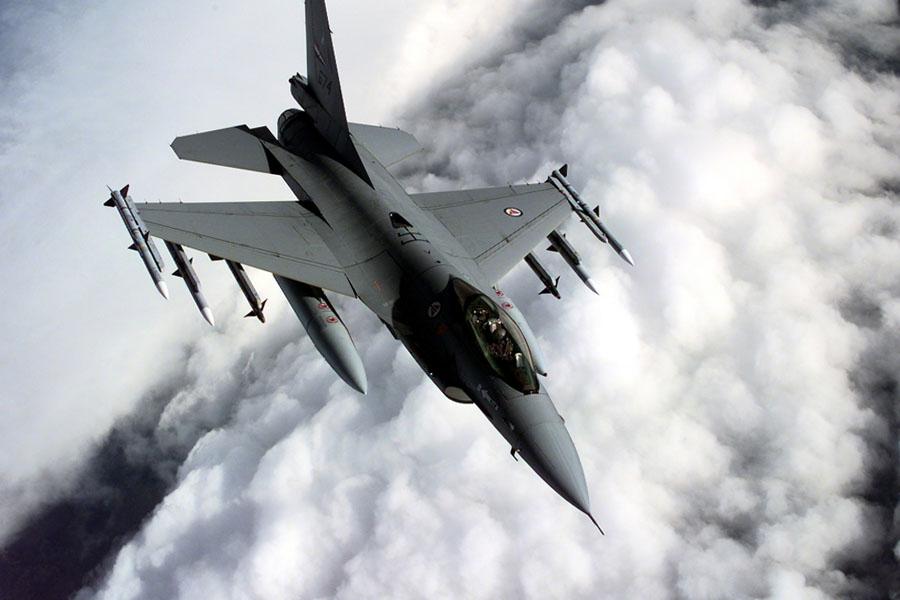 Ф-16 изтребител България