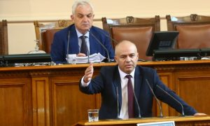 Гръмна жесток скандал в парламента
