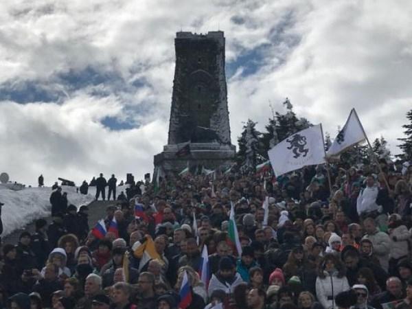 Община Габрово качи празнуващи на Шипка