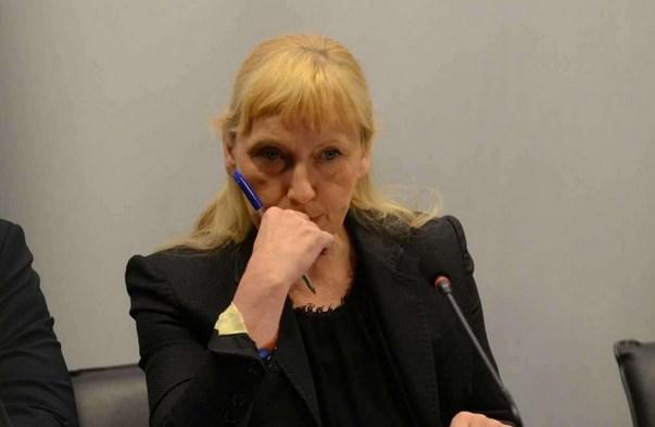 Елена Йончева на съд