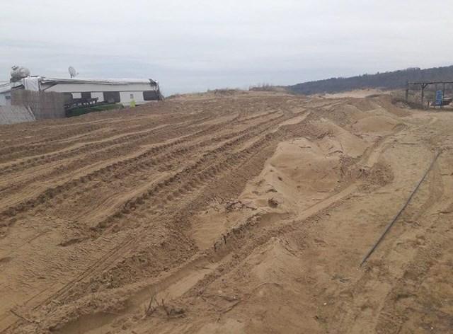 Простакът изринал с багер дюните